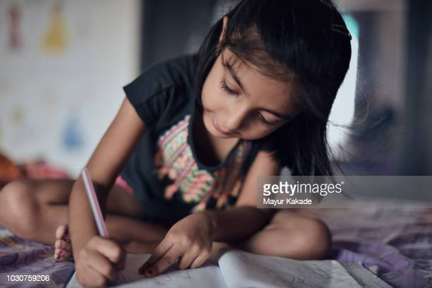young girl (4-5 years) scribbling - 4 5 years stock pictures, royalty-free photos & images