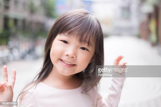 junges Mädchen Lächeln für Sie
