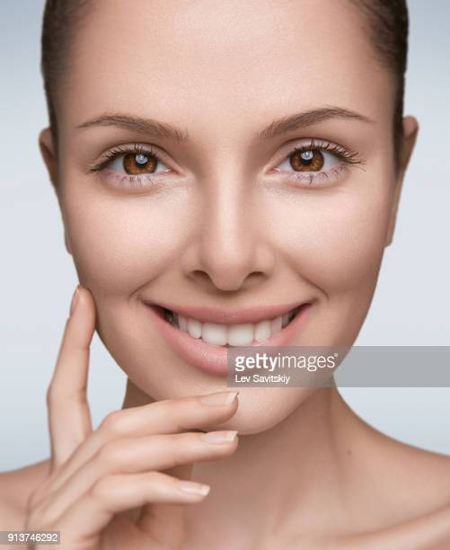 young girl smiling - beauty salon ukraine stock pictures, royalty-free photos & images