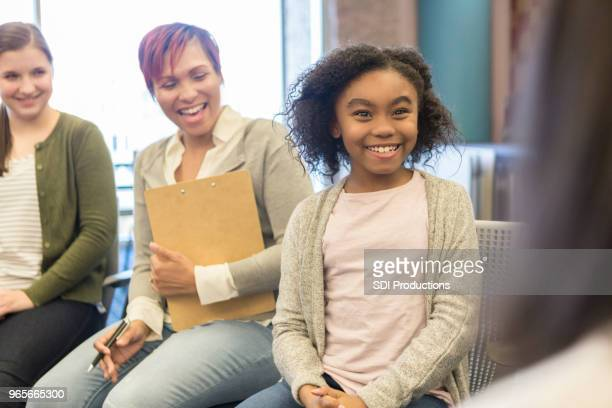 young girl talks with school counselor - psychotherapy stock pictures, royalty-free photos & images