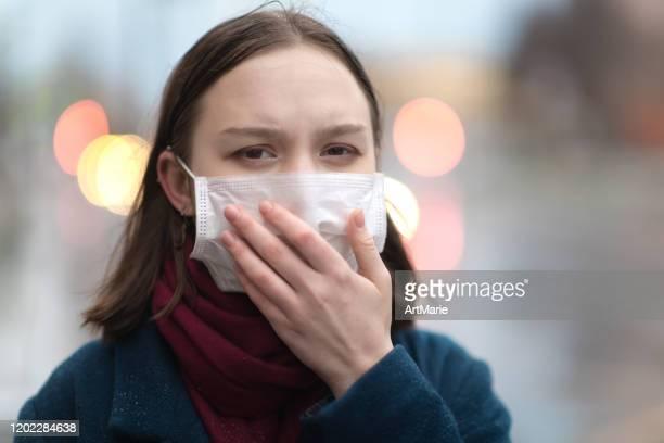 young girl wearing a protective face mask - estado médico imagens e fotografias de stock
