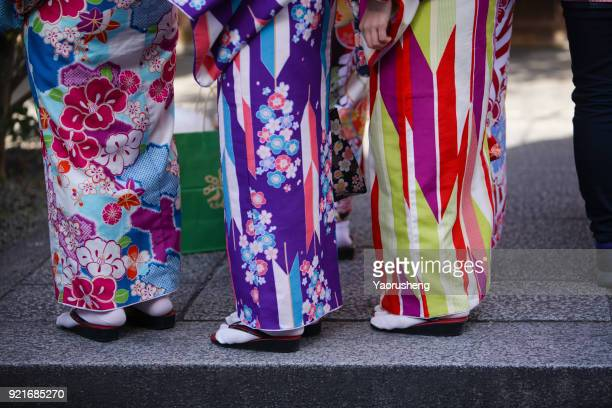 young girl wearing japanese kimono standing in front of sensoji temple in tokyo, japan. - 伝統 ストックフォトと画像