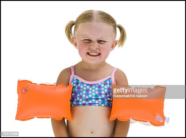 young girl with personal flotation devices around arms - armband stock pictures, royalty-free photos & images
