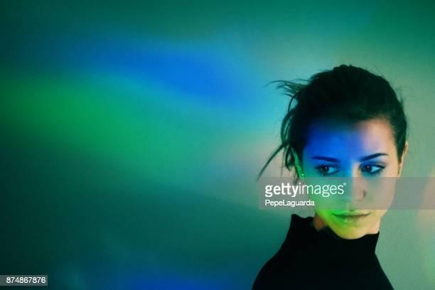 Junges Mädchen mit Regenbogen Reflexionen