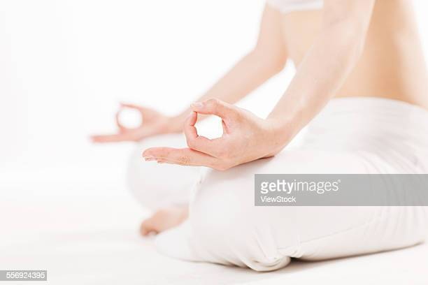 young girls do yoga - gymnastique douce photos et images de collection