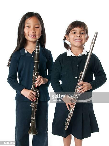 Junges Mädchen holding Musikinstrumente