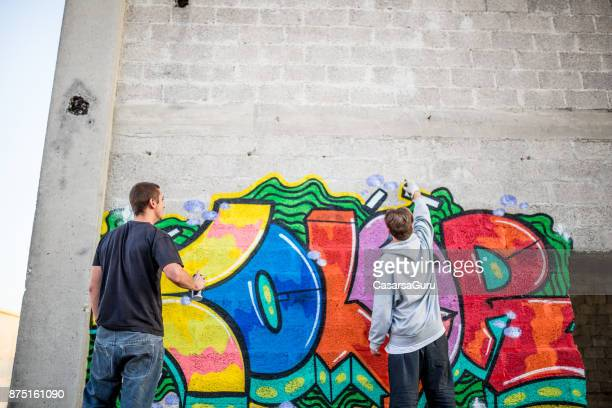 Junge Graffiti-Künstler Zeichnung Graffiti