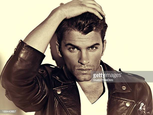 joven hombre atractivo - male model fotografías e imágenes de stock