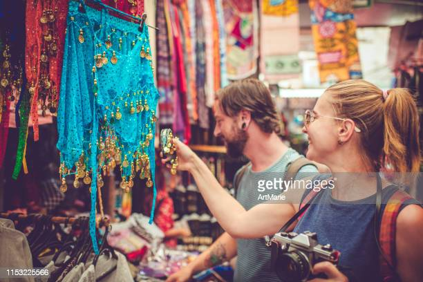 young happy couple discover gifts market while travelling - marie belle couture foto e immagini stock