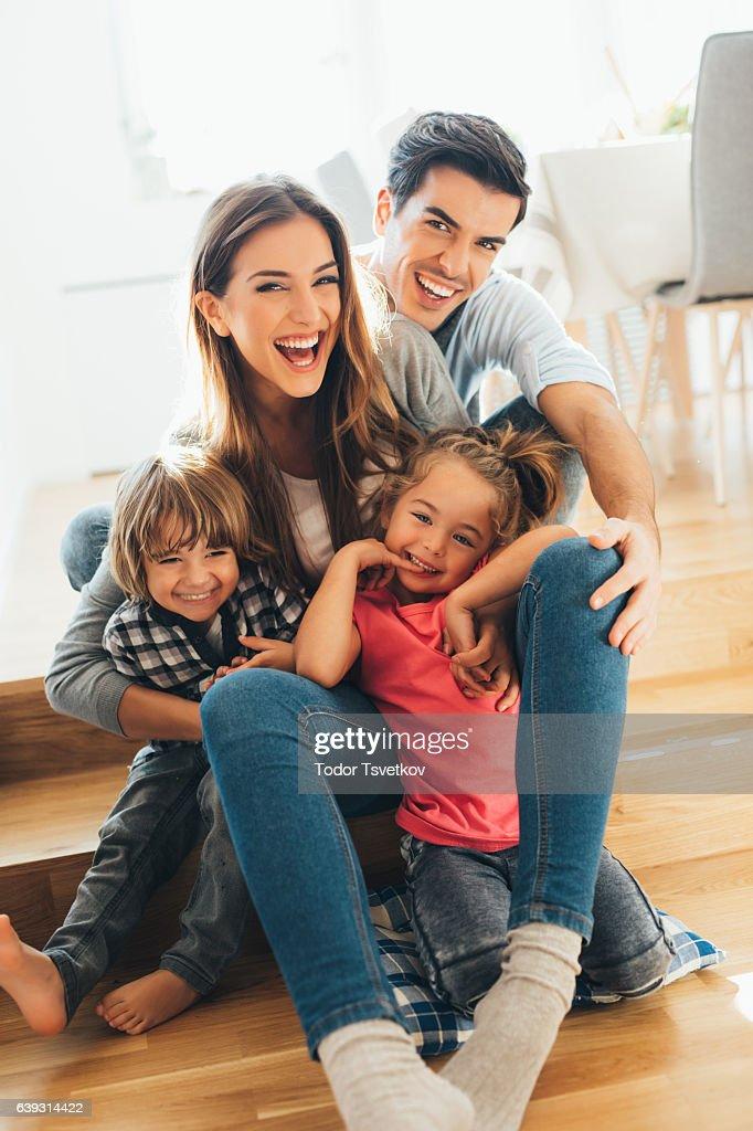 Junge Glückliche Familie : Stock-Foto