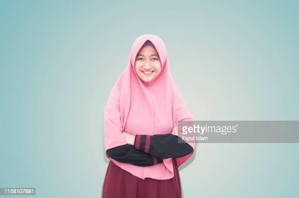 young happy muslim woman - alleen tieners stockfoto's en -beelden