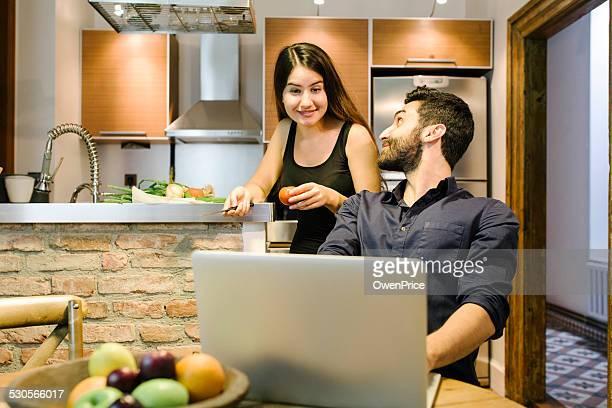 giovane coppia felice in cucina turca - contemporary istanbul foto e immagini stock