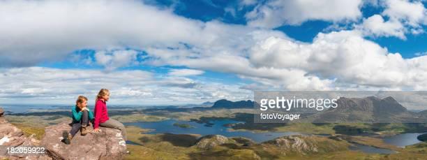 Junge Wanderer über mountain Wildnis panorama
