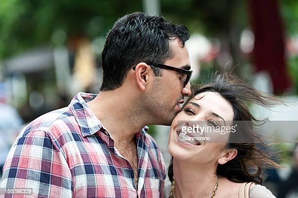 Junge hispanische Paar