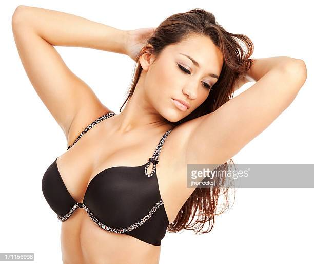 Young Hispanic Woman in Bra negro con guarnecido piel de leopardo