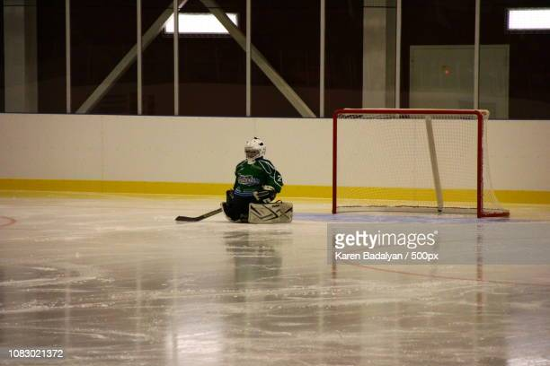 young hockey players - ice hockey uniform stock pictures, royalty-free photos & images