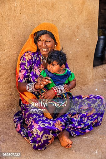 Fabulous Jonge Indiase Vrouw Met Haar Baby Woestijn Dorp India Caraccident5 Cool Chair Designs And Ideas Caraccident5Info