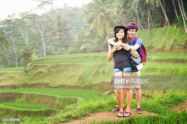 Portrait de couple jeune indonésienne de Bali Rizière