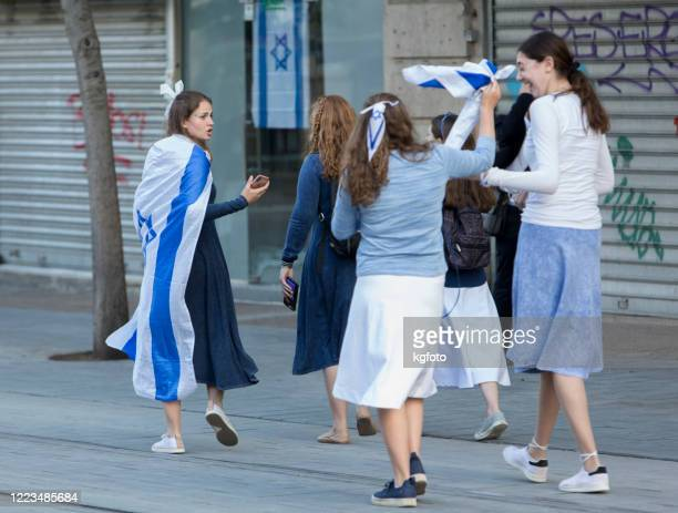 young israeli jewish teenagers going with israeli flag at independence day, in jerusalem, israel - israeli ethnicity stock pictures, royalty-free photos & images