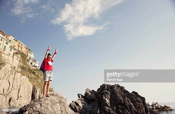Junge italienische junge gekleidet als Superheld