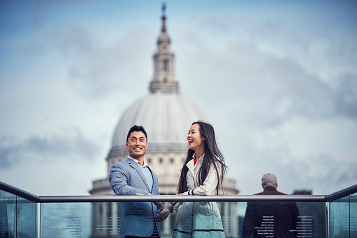 A young Japanese couple sightseeing in London - gettyimageskorea