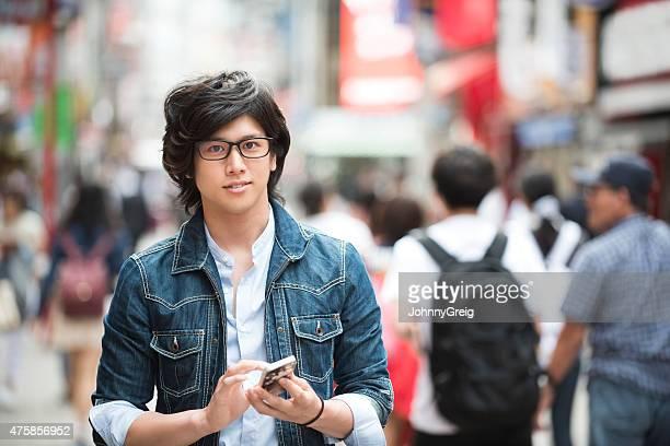 Joven hombre japonés