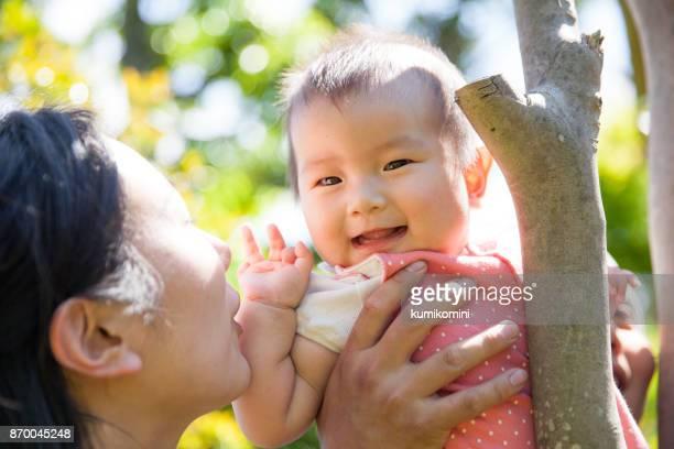 Junge japanische Mutter und baby-Mädchen