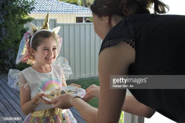 young jewish girl giving mishloach manot a purim basket on purim holiday - rafael ben ari - fotografias e filmes do acervo