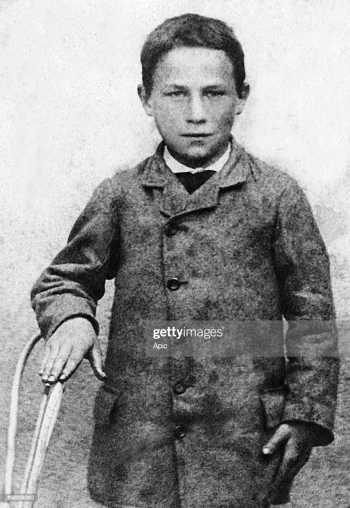 young Joseph Meister who received inoculation of the rabies vaccine (first cured of the rabies) at Pasteur's place july 1885 : Nachrichtenfoto