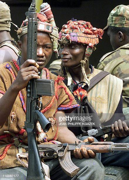 A young Kamajor traditional hunters who are siding with the West African peacekeeping force ECOMOG holds his machine gun 07 January in Freetown...