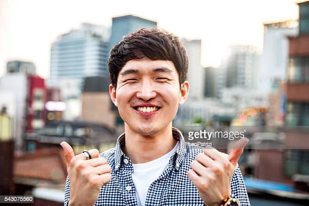 jeune homme coréen thème à séoul, corée du sud - corée du sud photos et images de collection