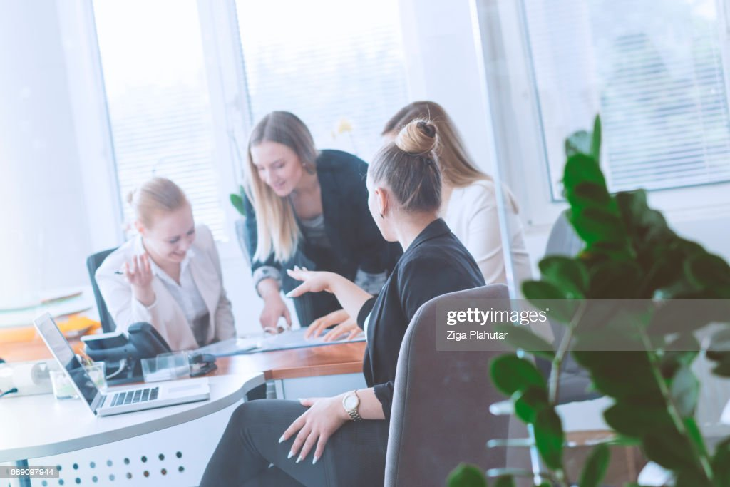 Young ladies discussing business ideas : Stock Photo