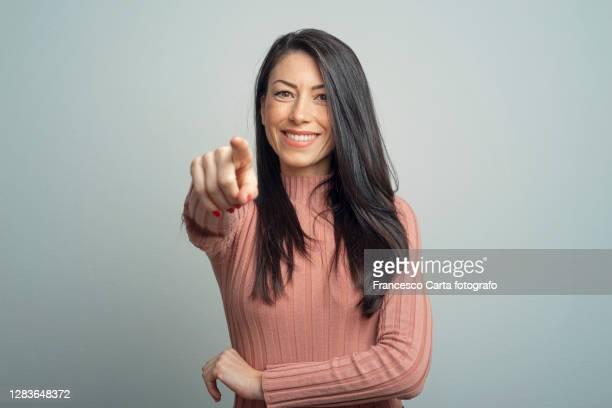 young lady pointing - zeigen stock-fotos und bilder