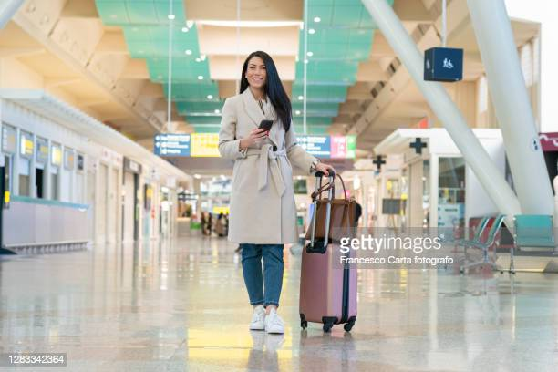 young lady waiting in the airport - 税関 ストックフォトと画像