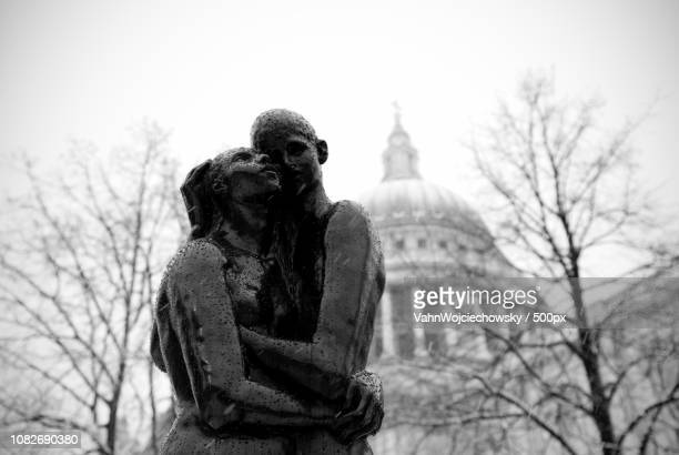 young lovers at st.paul - vahn stock pictures, royalty-free photos & images