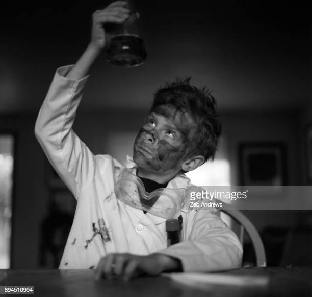 a young mad scientist - actrice stockfoto's en -beelden