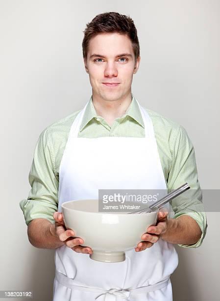 young male cook - schaal serviesgoed stockfoto's en -beelden