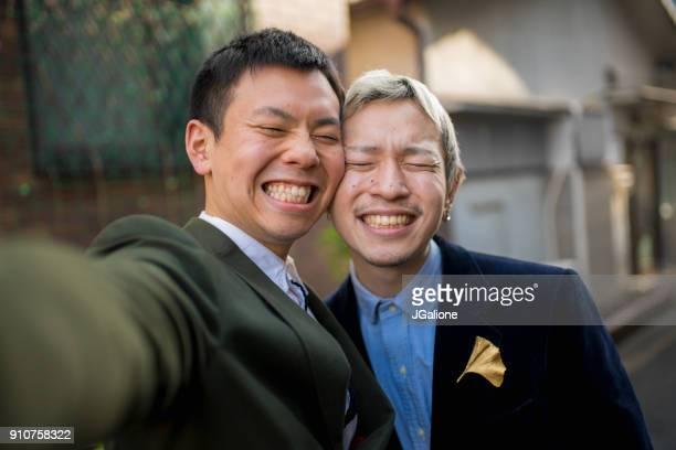 若い男性カップル、selfie を取って - 結婚の平等 ストックフォトと画像