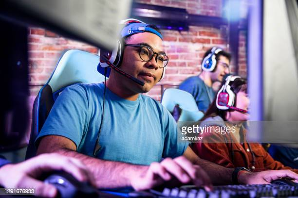 young male esports gamers - adamkaz stock pictures, royalty-free photos & images