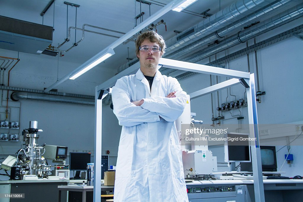 Young male scientist standing in lab : Stock-Foto