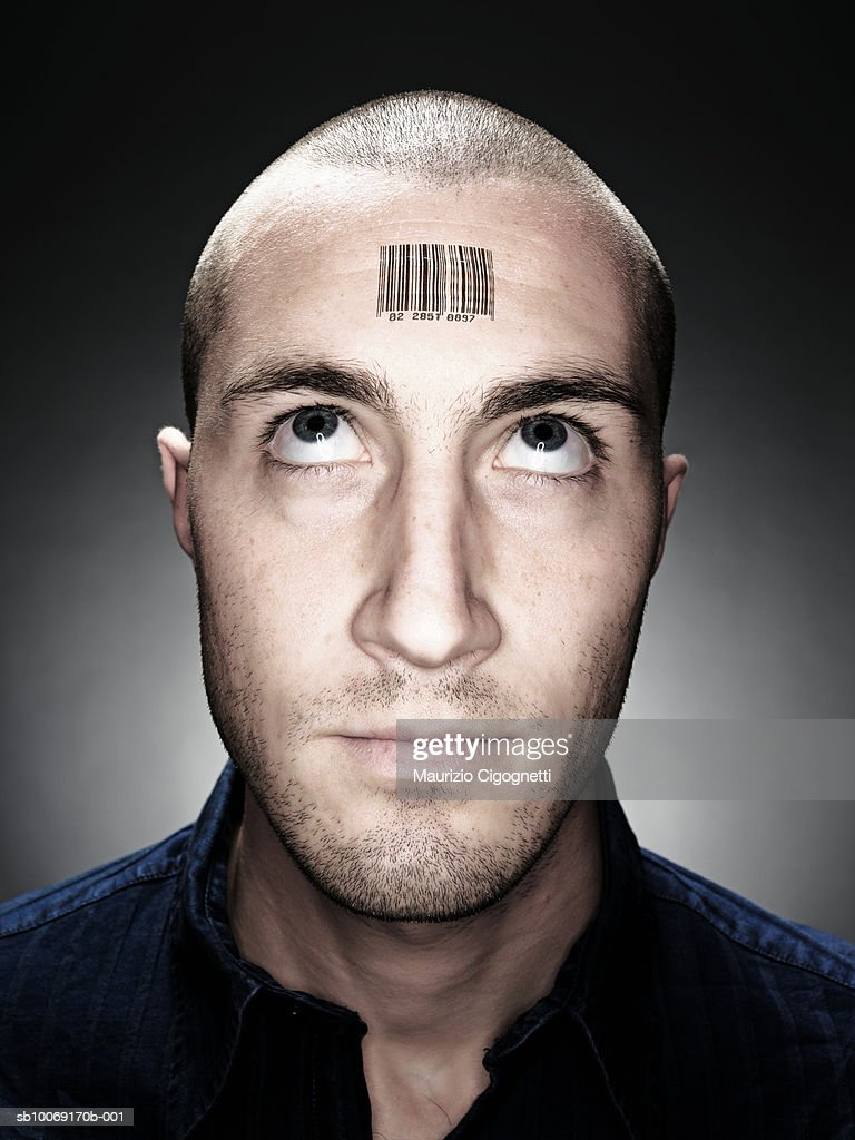 Young man bar code on forehead, close up, studio shot : Stockfoto