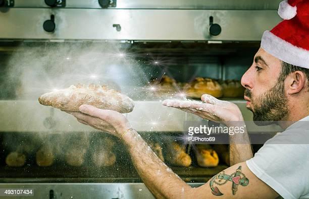 若い男性(茶色)の小麦粉を吹くパン - pjphoto69 ストックフォトと画像