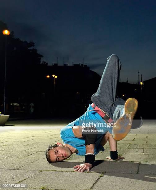 young man break-dancing on street, night - シリーズ画像 ストックフォトと画像