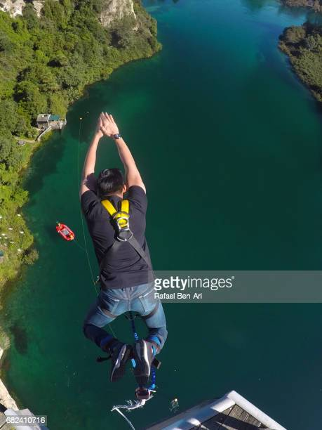 young man bungy jumps in taupo new zealand - rafael ben ari photos et images de collection