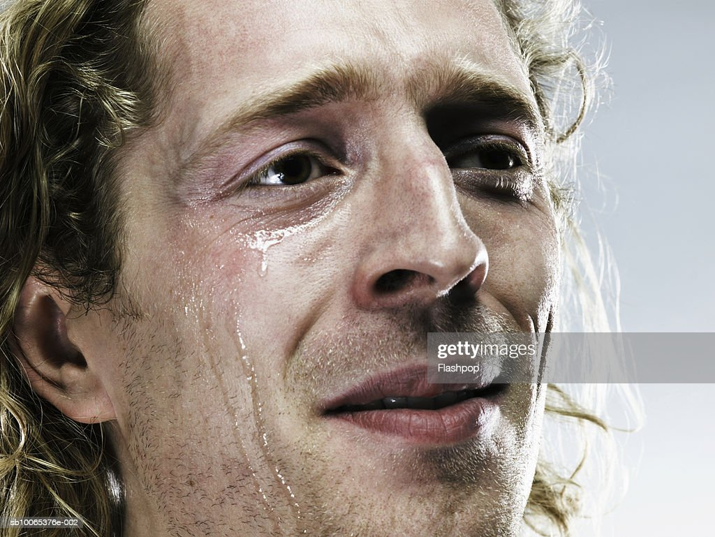Young man crying, close-up : Foto stock