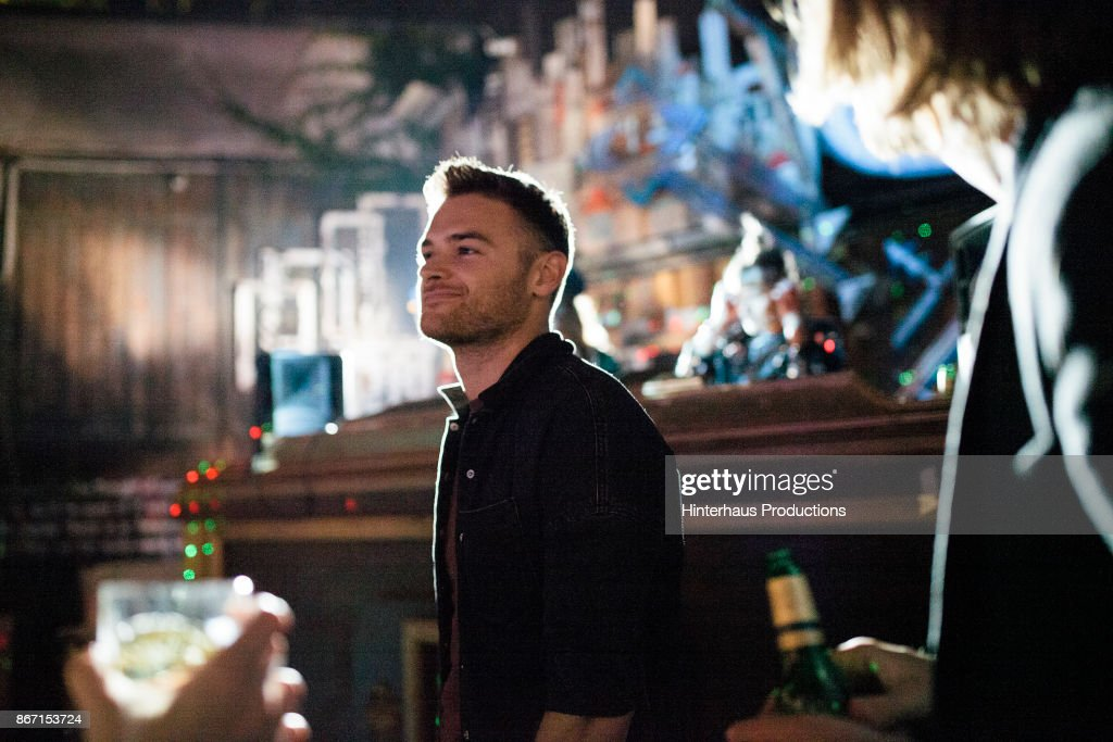 Young Man Enjoying Himself, Dancing At Nightclub With Friends : Stockfoto