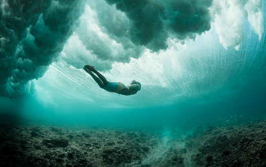 Young Man Free Dives Beneath Turbulent Ocean, Exploring Coral Reefs - gettyimageskorea