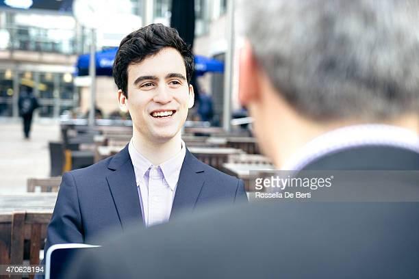Jeune homme ayant entretien d'embauche
