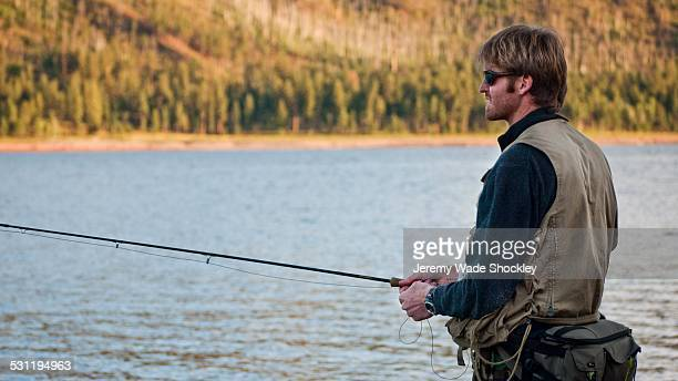a young man in his early thirties  fly fishing near durango, colorado. - 男性用ベスト ストックフォトと画像