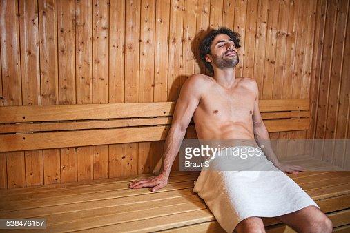 In der sauna nackte männer Eine Erektion